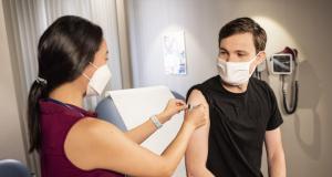 疾病預防控制中心繼續為完成接種疫苗的人提供安全聚集和出行指南